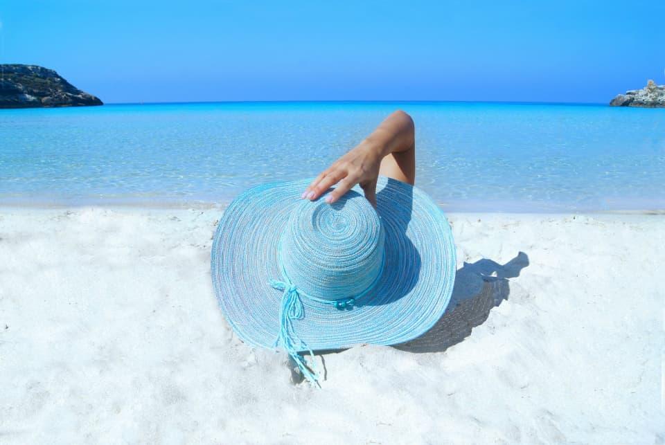 Скоро в отпуск: 10 солнцезащитных средств, с которыми стоит провести лето